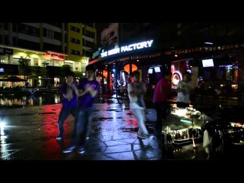 2013-2-16 Surprise Flashmob Marriage Proposal by HyperActive Entertainment @ Setia Walk