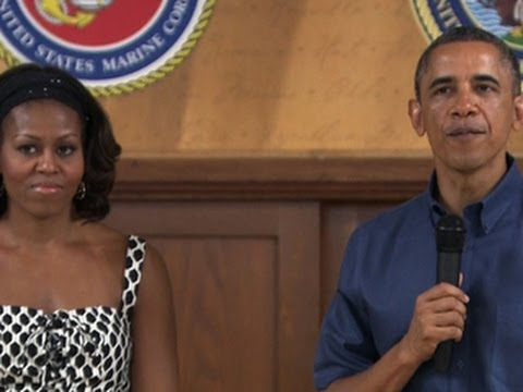 Obamas visit Marine base in Hawaii on Christmas