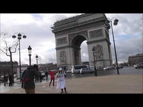 JESUS LADY with MANY Paris Tourists # JOY