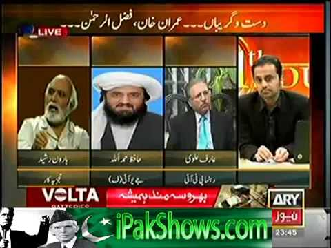 Haroon Rasheed Slapping Maulana Fazal ur Rehman's Mad Dog for Threatening his Life