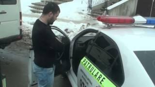 A parcat mașina poliției în stație ca să dea amenzi
