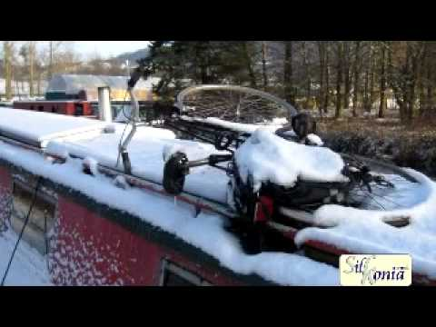 Macclesfield Canal iced over