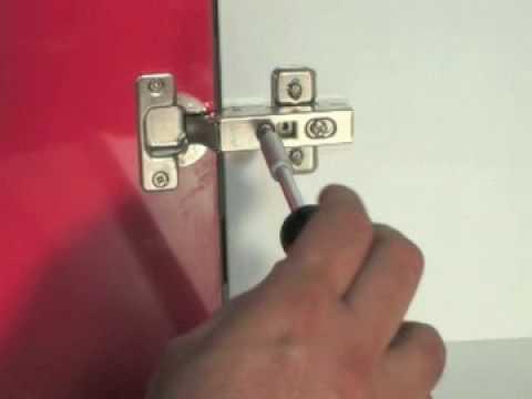 Como ajustar la bisagra de un mueble de cocina alta - Bisagras para puertas de cocina ...