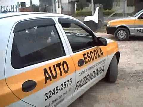 Aula de baliza para carros na Auto Escola Fazendinha em Curitiba PR