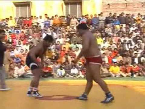PAKISTANI WRESTLER USMAN PEHLAWAN BEAT INDIAN WRESTLERSURJIT SINGH PEHLAWAN