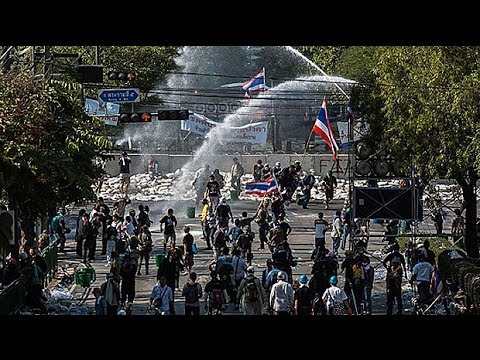 Thai protesters in violent clashes with police