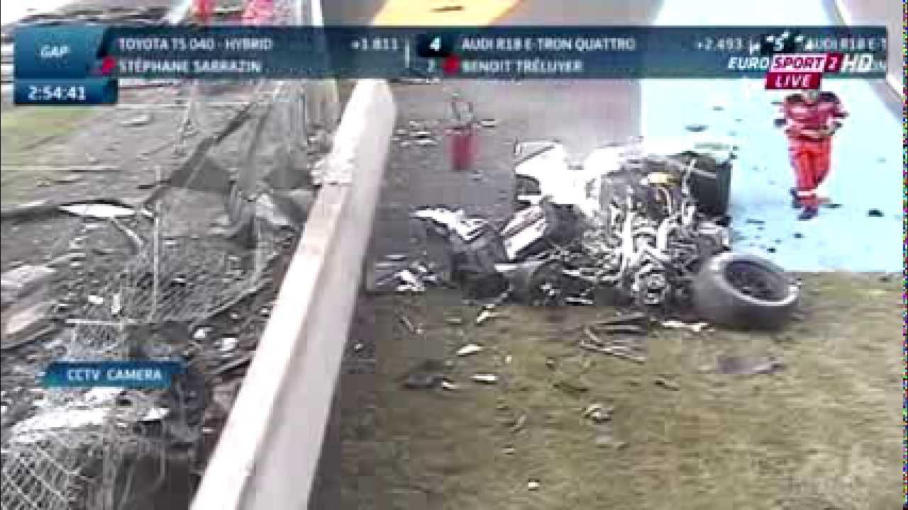 Loic Duval crash son Audi R18 E-Tron Quattro pendant les essais –  Le Mans 2014