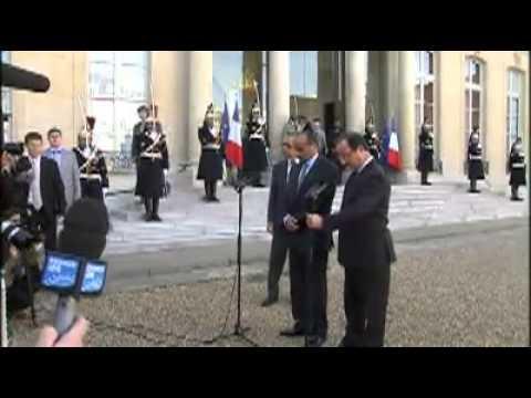 فيديو استقبال الرئيس الموريتاني من طرف هولاند.