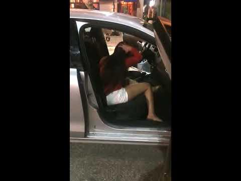 Loca-borracha-intenta-robarse-un-taxi-Uber