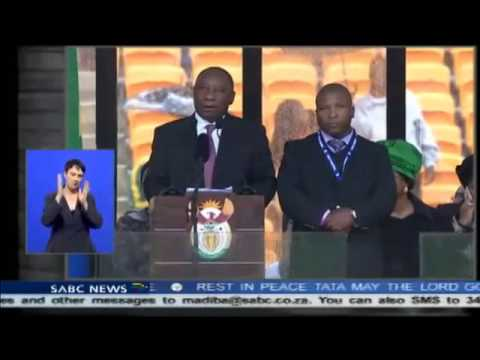 FAKE INTERPRETER AT NELSON MANDELA'S MEMORIAL #RIP NELSON MANDELA