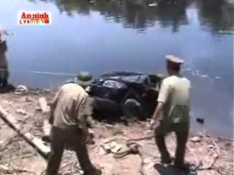 3 người chết đuối trong xe oto