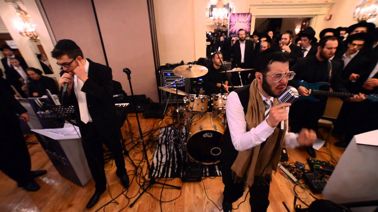 mendy j sings sim shalom at the wedding of chananya begun