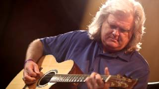 Watch the Trade Secrets Video, Ricky Skaggs - Lyric Acoustic Guitar Microphone