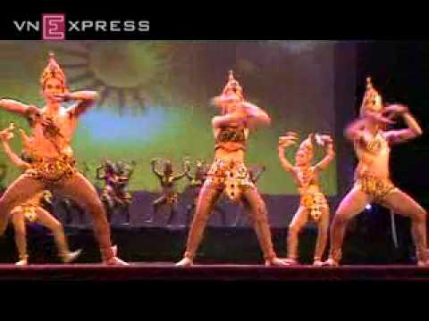 Linh Nga múa Chăm