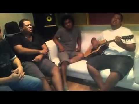 Anderson Freire canta Força e Sabedoria  com voz e violão
