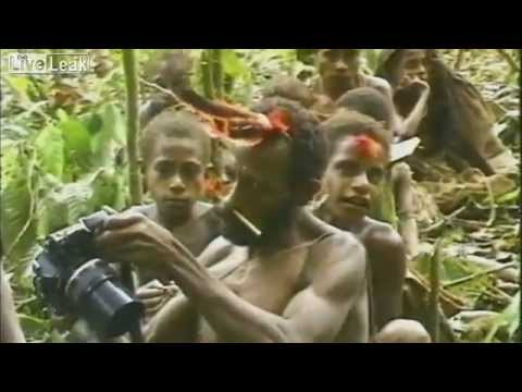 Племя первый раз видит белого человека. 1976 год.