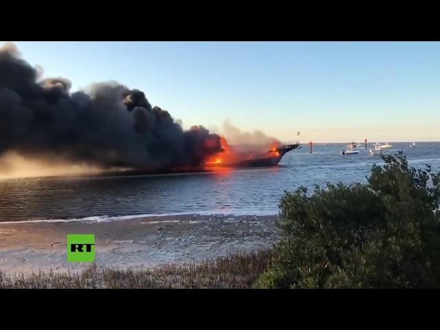 Se incendia un barco casino con 50 pasajeros a bordo en la costa de Florida