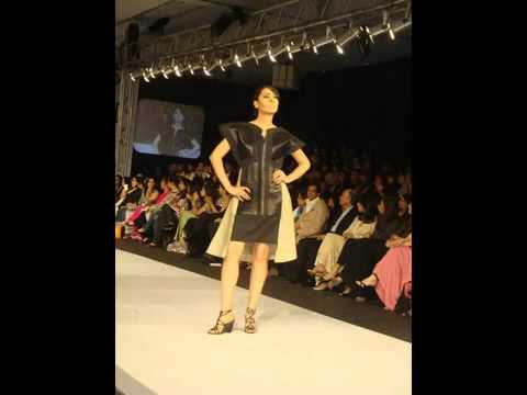 Karachi Fashion Week 2011 - YouTube.flv