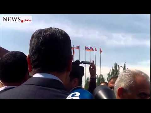 Armenian premier tried to persuade his colleague to answer reporters' questions - May 24, 2014