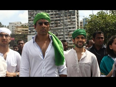 Sonu Sood And Tusshar Kapoor Offer Prayers At Haji Ali Dargah After 'Shootout At Wadala' Success