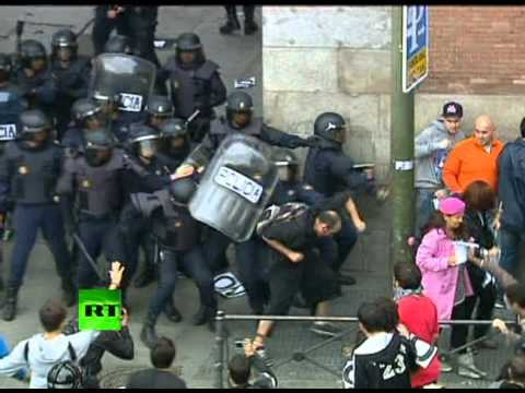 Anti-austerity violence: Video of riot police clashing with protesters in Madrid