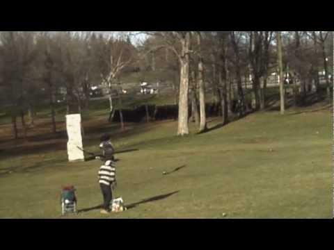 نسر يخطف طفل من وسط الحديقه امام اعين عائلته