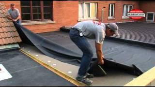Cómo colocar la tela asfáltica en tejados