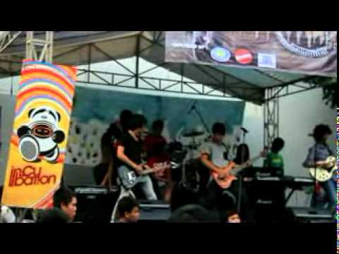 MY MOM IS PERFECT-CIPOKAN (live at budi luhur JHS)\