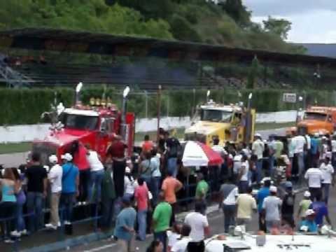 Desfile de inaguracion del 1er Binacional de Destreza de Gandolas Turaga 2012