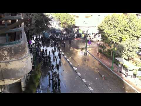Amazing Egypt Protest Violence footage in downtown Cairo filmed by Americans 28th Jan 2011 (1of2 HD)