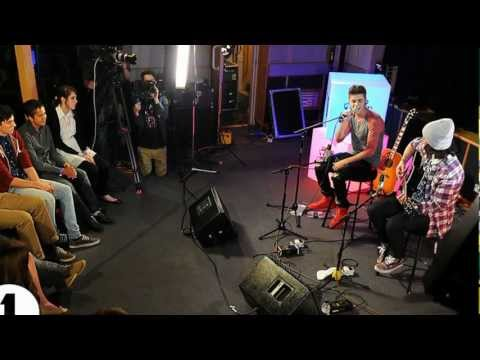 "Justin Bieber Performing Acoustic ""Fall"" on BBC Radio 1 - Video"