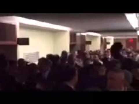 Police turn their back on Bill de Blasio