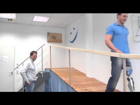 Neue Lebensqualität: die erste Beinprothese mit aktivem Kniegelenk