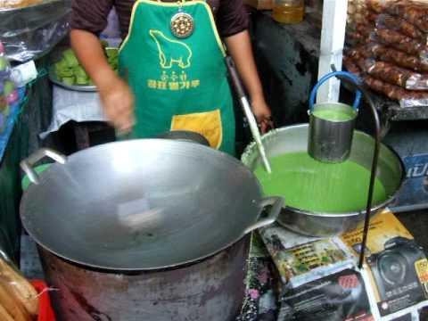 Fabrication de bonbons dans la rue en Thailande