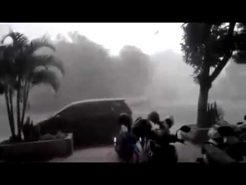 Volcano Aftermath Mount Kelud , Java Indonesia Volcanic Ash Storm updated video