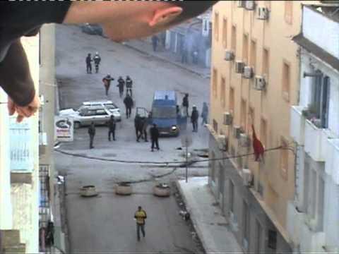 Image video الشهيد أنيس الفرحاني التونسي كيف قتل يوم 12 جانفي؟