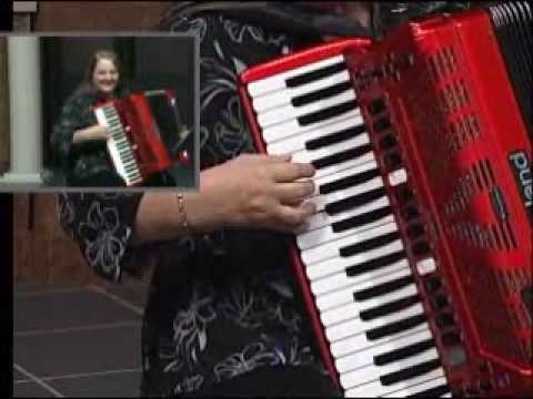 how to play beer barrel polka accordion