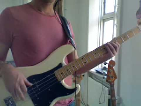 L49 Em Pentatonic bass fill with open strings