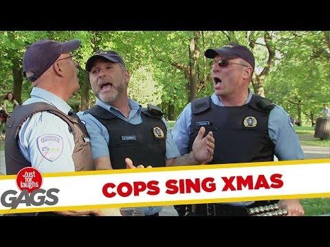 cảnh sát làm thêm bán đĩa