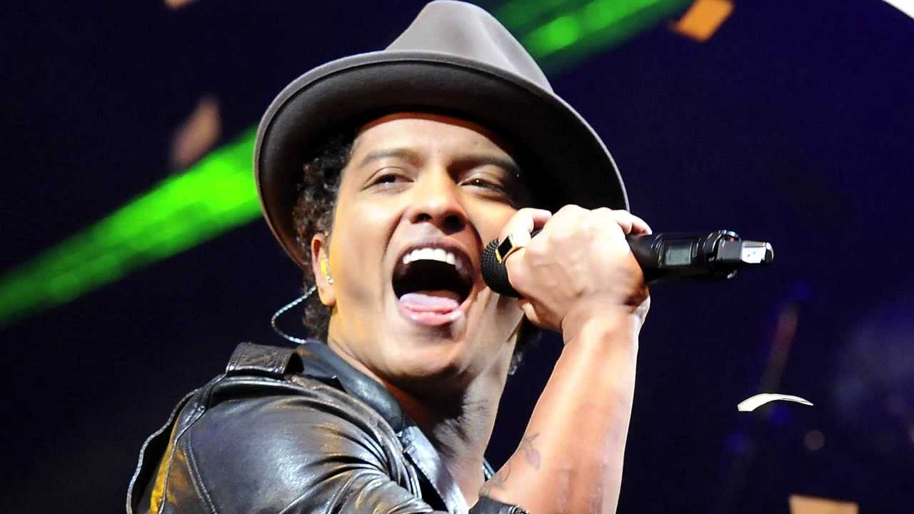 bruno mars super bowl halftime show locked out of heaven. Black Bedroom Furniture Sets. Home Design Ideas