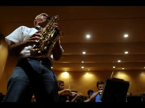 Contradanza, para saxofón alto, orquesta de cuerdas y percusión de Jorge López Marín