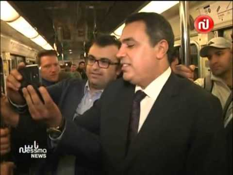 image vidéo مهدي جمعة يتناول الفريكاسي في شوارع باريس
