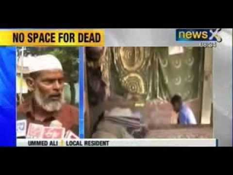 In Mulayam's Etawah, Muslims bury dead at home and on road - NewsX