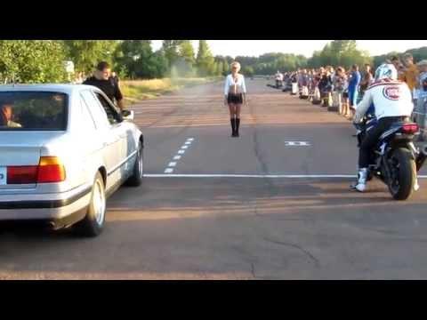 5er BMW vs. Supersportler: Der Motorradfahrer ist ein wahrer Profi