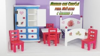 Muebles de cartón para casas de muñecas