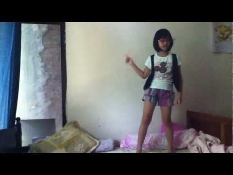 Bé lớp 3 nhảy Day By Day T-ara.MOV