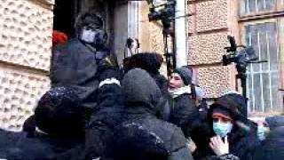 Protestatarii #Cernăuți #Cercasî și #Lvov au luat cu asalt sediile administrative