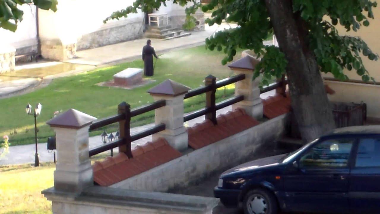 Săracile mănăstiri bogate, Căpriana & Condrița