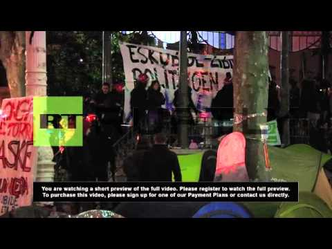 Spain: Police deliver ultimatum to human shield protesters