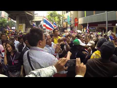 Bangkok (Thailand) 22-12-2013  Suthep Thaugsuban collects money